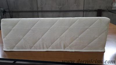 vista posteriore.cuneo rivestito con tessuto cotone ed imbottitura fresco-cotone