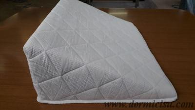 cuneo rivestito con tessuto cotone ed imbottitura fresco-cotone.vista laterale