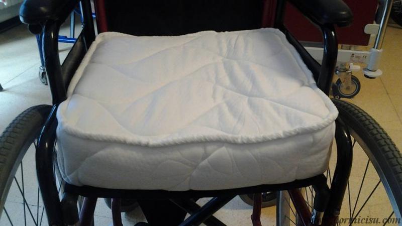 Cuscino in memory per sedia a rotelle - Cuscino per sedia viola ...
