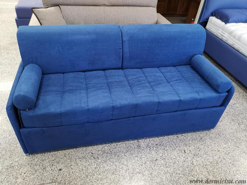 divano letto moderno con secondo letto chiuso.RIVESTIMENTO ANTIMACCHIA