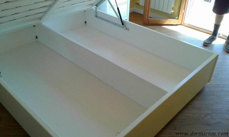 dettaglio contenitore con rinforzo longitudinale.Colore Bianco.