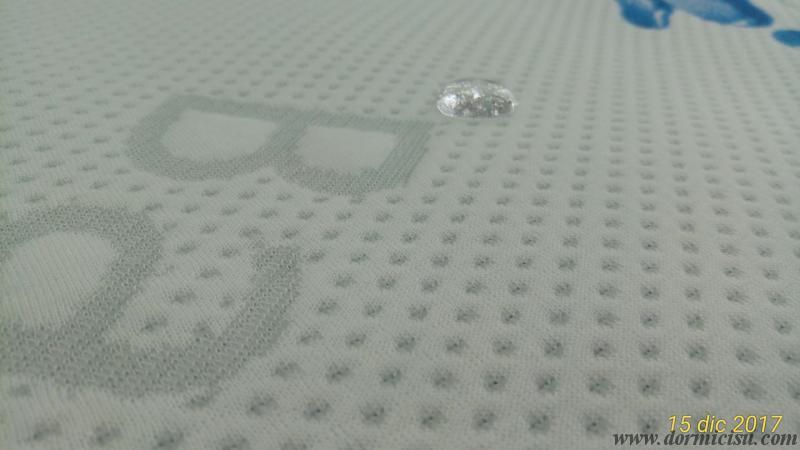dettaglio della goccia di liquido che non penetra nel tessuto