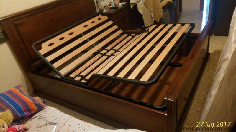 letto tutto legno inserito all'interno del letto cliente che non era contenitore e con l'aggiunta di una rete matrimoniale alza testa-piedi motorizzata.