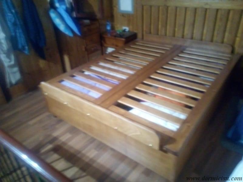 ferma materasso in legno posizionato a piedi larghezza 135 cm altezza 14 cm(matrimoniale). accessorio a pagamento.