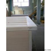 letto tutto legno con rete maggiorata in larghezza per inserimento all'interno di un letto del cliente.Fasi di lavorazione prima della verniciatura.