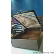 letto tutto legno realizzato su specifiche richieste dal cliente,tra cui testata in legno su disegno ed inserimento della rete alza testa-piedi manuale.