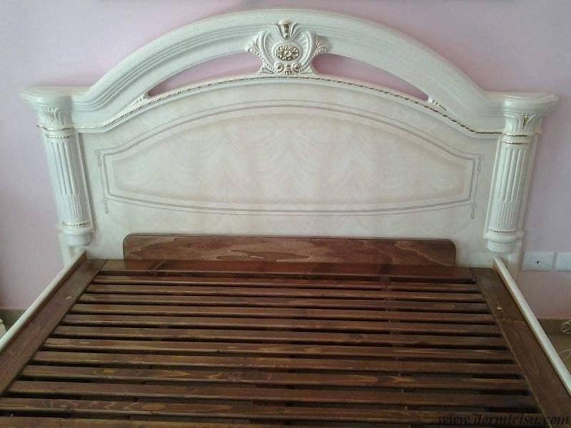 letto inserito all'interno del letto ornamentale del cliente e rete chiusa.