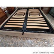 panoramica del letto con rete alza testa piedi a movimento manuale.