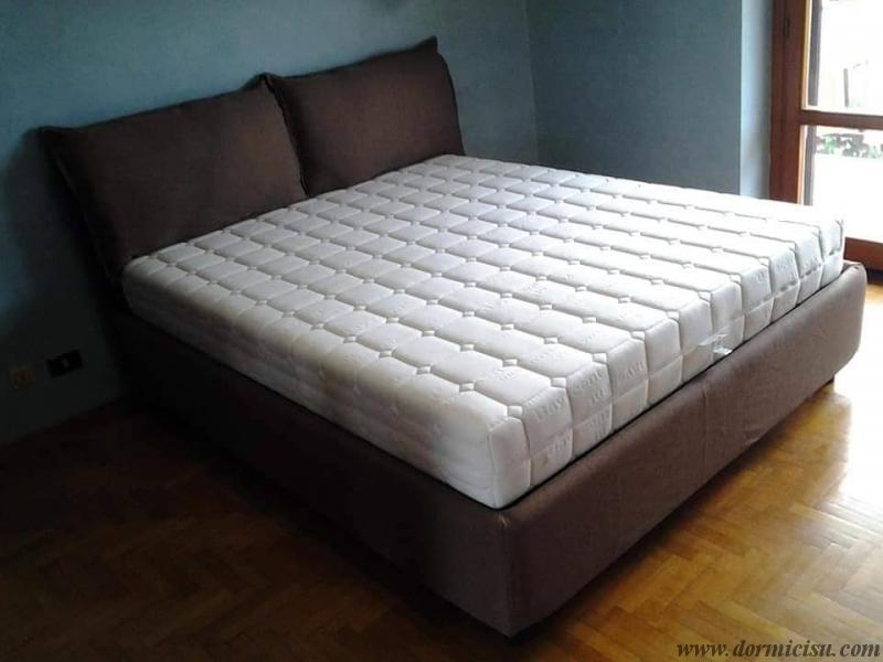 panoramica del letto con materasso