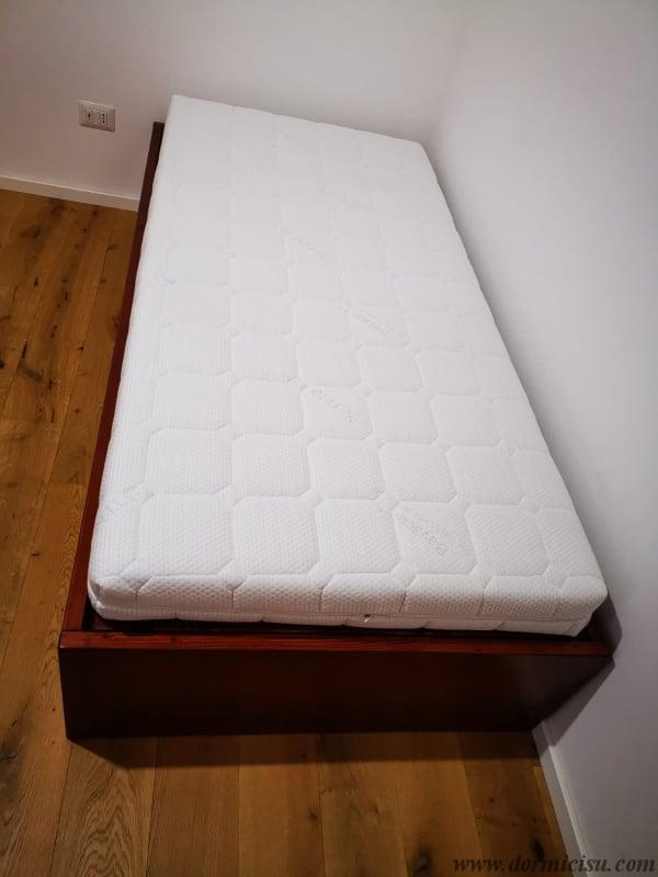 panoramica del divano con materasso