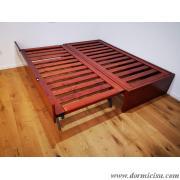 panoramica del divano con letto estraibile accoppiato per formare un letto matrimoniale
