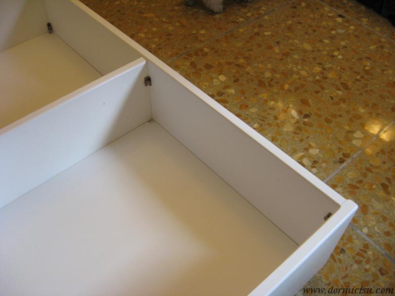 Dettaglio interno del contenitore.bianco