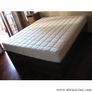 Materasso su letto contenitore.colore noce