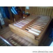 ferma materasso in legno posizionato a piedi larghezza 135 cm altezza 14 cm(matrimoniale) accessorio a pagamento.